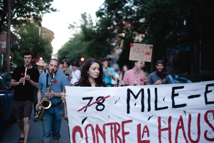 """Mile End Orchestrole! """"Appel à tous les musiciens! Prenez vos instruments, élevez votre voix et chantez pour soutenir la grève générale et un rêve illimité! """" [photos Thien V]"""