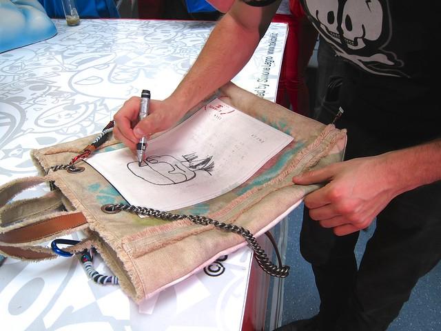 Simone Legno draws Karl Lagerfeld on my bag