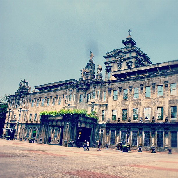 Next stop in our Visita Iglesia: Santisimo Rosario Parish Church in the UST Campus (shown in photo) #holyweek #instaphotography #instahub #instagood #instaphoto #instamatic #religion #philippinechurches #churches #visitaiglesia #iger #popular