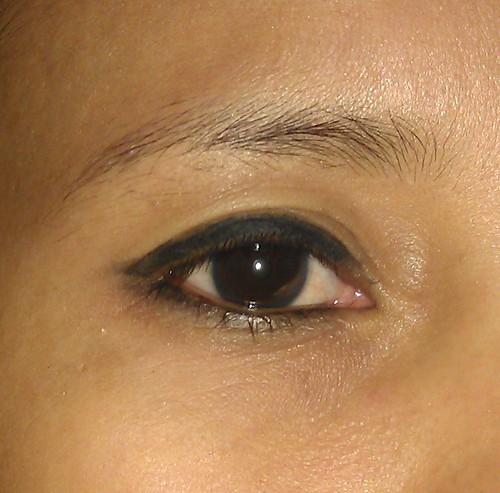 Estee Lauder DoubleWear Stay-in-Place Eye Pencil on my eyelid