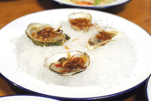 hoi nang rom sod | raw oysters on the half shell