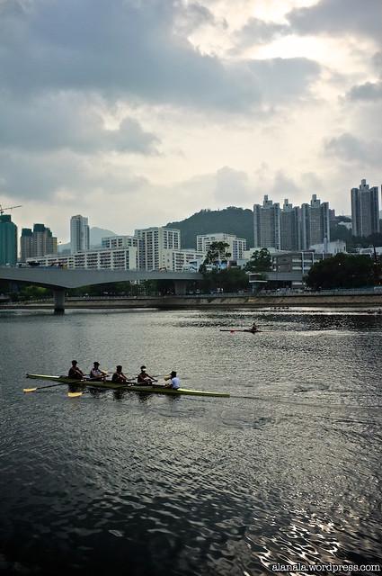 Dragon boat atheletes practice