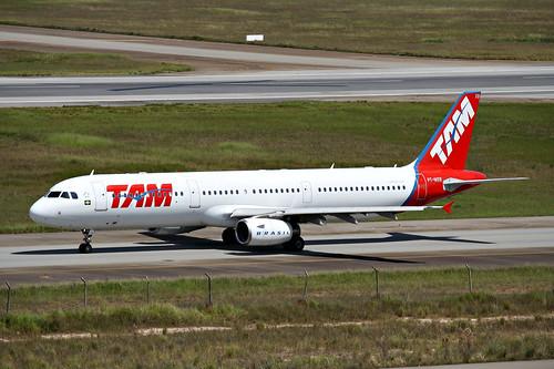 TAM   Airbus A321 @ SBGR