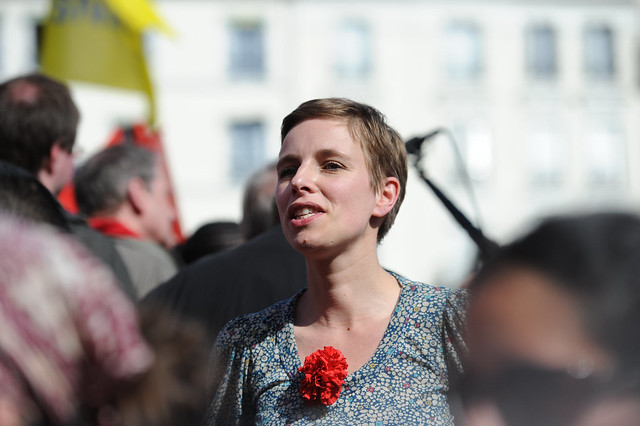 Clémentine Autain chante le chant des partisans au point fixe Front de Gauche - © Razak