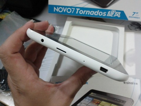 ainol7tornado-side-usb