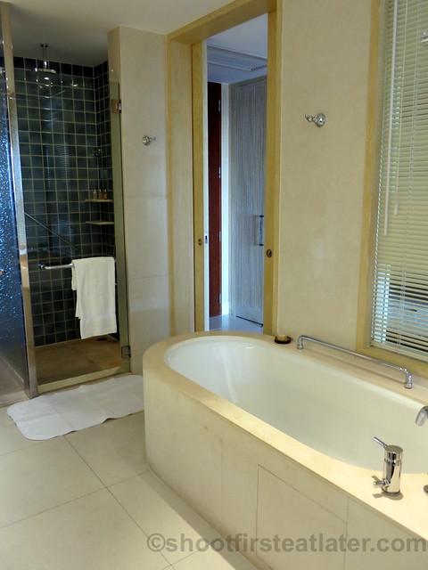 Shangri-La's Boracay Resort & Spa- deluxe seaview room-006