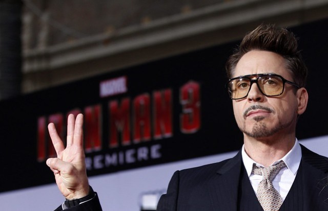 robert-downey-jr-poses-premiere-iron-man-3