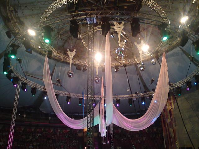 Под куполом цирка // Under circus big top