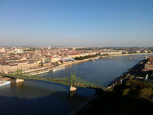 Día 2: Hungría (Budapest: Ujlipotvaros. Isla Margarita. Obuda. Vizivaros y Colina del Castillo con Puente Szechenyl, Hotel Gellert, Castillo, Palacio Real y Bastión Pescadores, etc).g