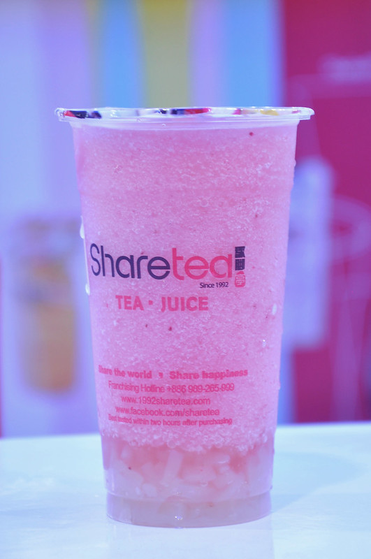 Ice-Blended Strawberry with Lychee de Coco