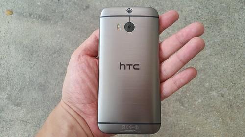 HTC One M8 ด้านหลัง