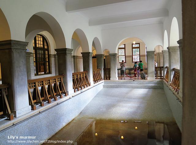 這就是公共浴池的前身,據說這是羅馬式的公共浴池呢,當時只開放給男性使用。尼在那頭拍照。