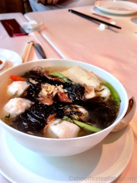 fish ball & fish cake soup with seaweed HK$48