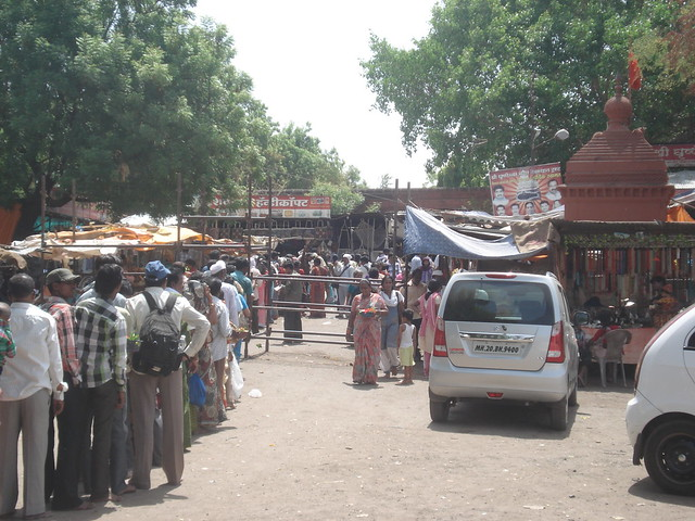 Monday morning long queue at Grishneshwar Jyotirlinga