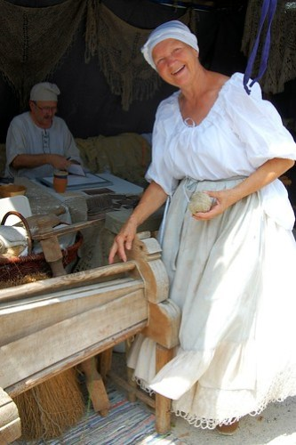 Burgfest ~ spinning yarn