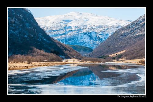 Nedre Smeddalsvatnet mot Øvre Salen 2 by Tor Magnus Anfinsen