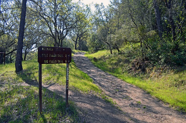 Trail mileage sign for Rinconada Trail