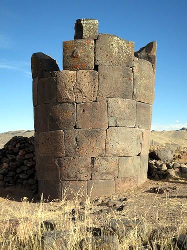 Sillustani chullpa (tomb)