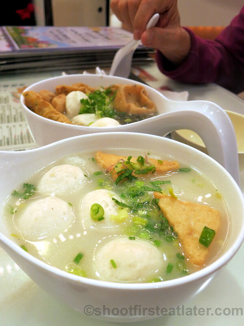 fish balls & fish cakes with rice noodles in fish soup HK$30