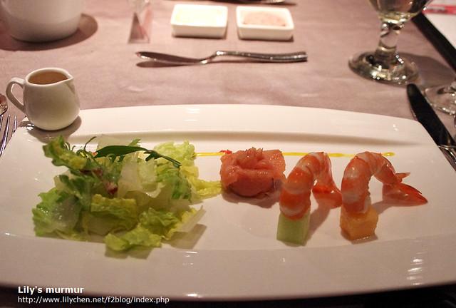 我的燻鮭魚蘿美鮮蝦沙拉,食材品質都不錯,但就沒有什麼特別印象。