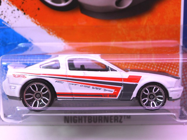 hot wheels '07 ford shelby gt-500 wht (2)