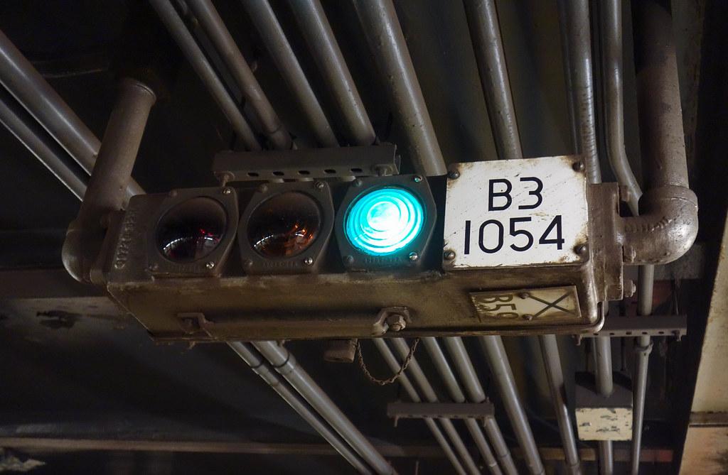 B3 1054