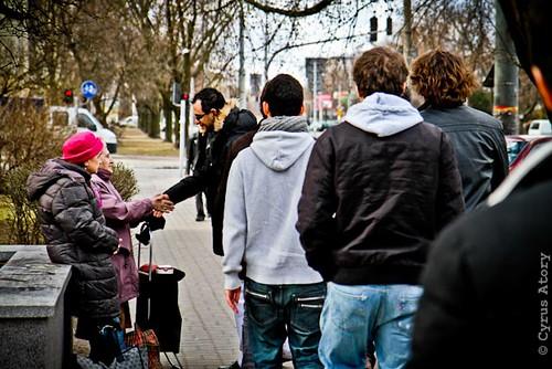Rencontre entre Arash Derambarsh et des personnes âgées à Varsovie en Pologne by Arash Derambarsh