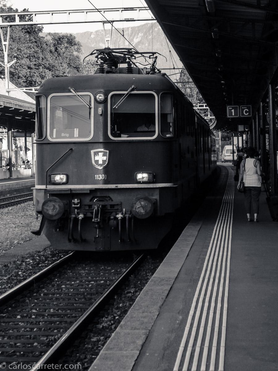 InterRegio procedente de Brig con destino Ginebra en la estación de Vevey
