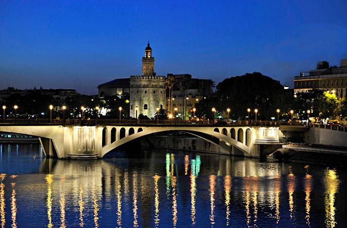 Torre del Oro y río Guadalquivir al anochecer. Autor, Enhy