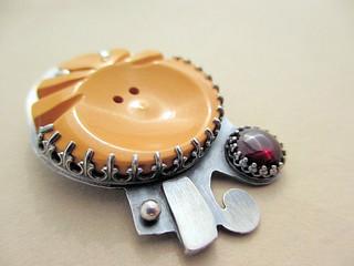 BAW52/20 Vintage Button, Garnet, sterling Silver