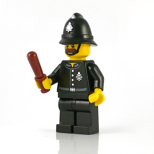 71002 LEGO Minifigures Series 11 15 Constable 02