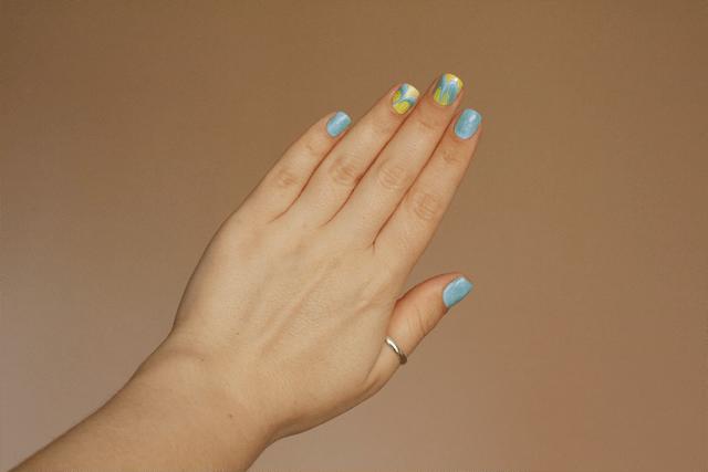 04-water-marble-nails-essie-bikini-so-teeny-morgan-taylor-water-baby