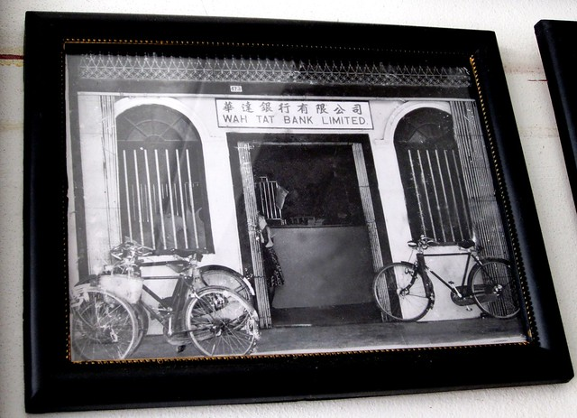Old photograph - Wah Tat Bank