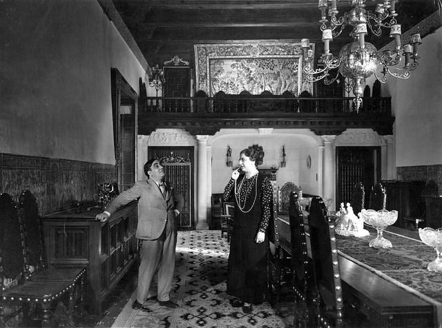 Rafael Arcos y Maruja Carrizo en el rodaje de Qué Tío Más Grande en el Palacio de la Sisla en 1935. Fotografía Josep Gaspar i Serra © Arxiu Nacional de Catalunya. Signatura ANC1-23-N-1570
