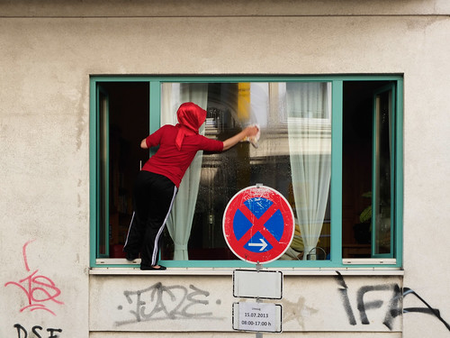 Window washing in Hamburg by Simon Sharville