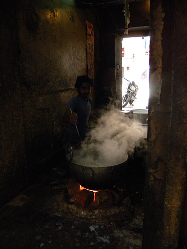 boiling milk for chai in Jaipur