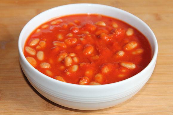 Scharfe weisse Bohnen in Tomatensauce