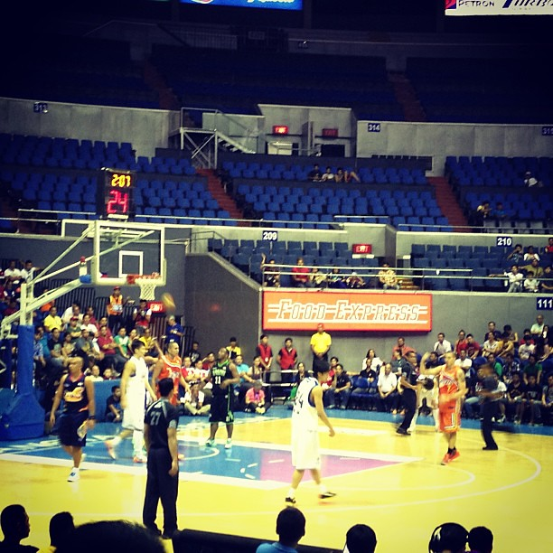 Nice way to end the day by watching the PBA All Stars vs Shanghai Sharks
