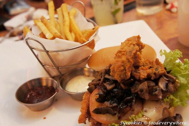 2.beef bacon burger rm 23.90 tgif (1)_