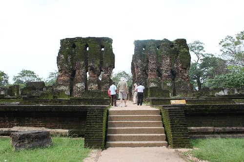 20130113_6809-Polonnaruwa-royal-palace_Vga