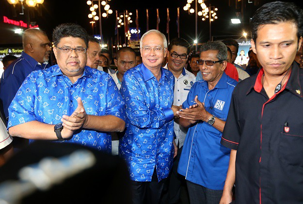 Najib celebrating his win (picture via omy.sg/ my paper)