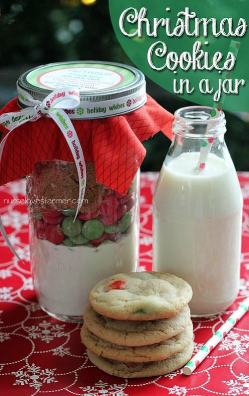 Christmas Cookies in a Jar + Free Printables