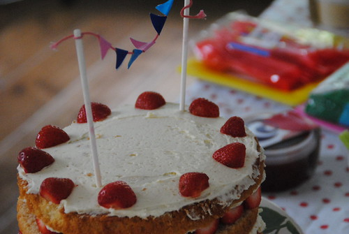 wimbledon  and garden party easy vanilla sponge cake