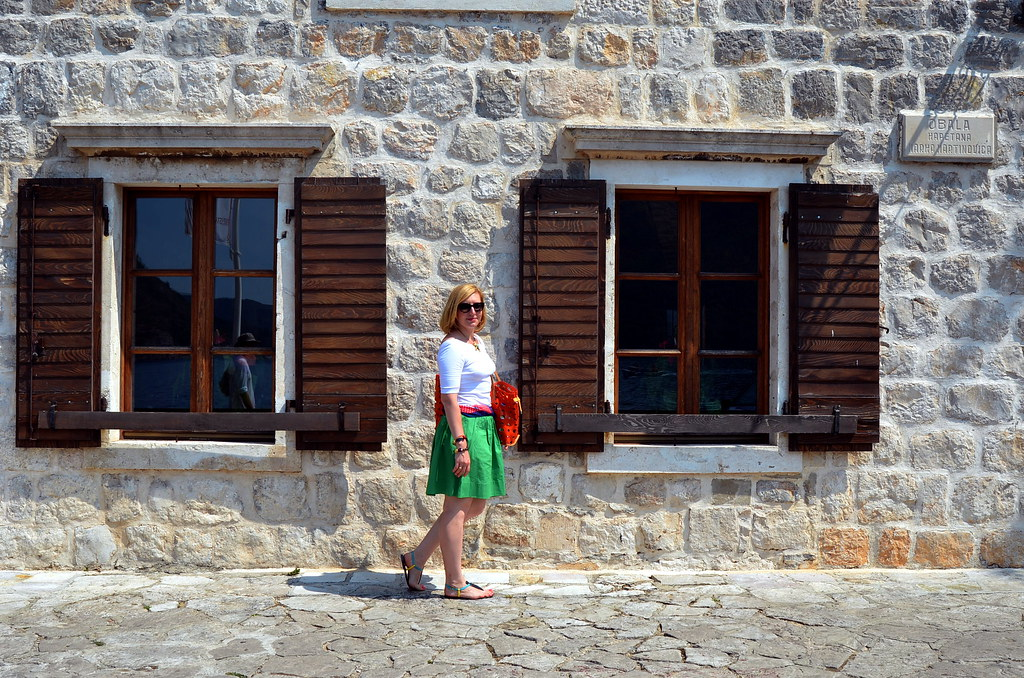 green skirt perast