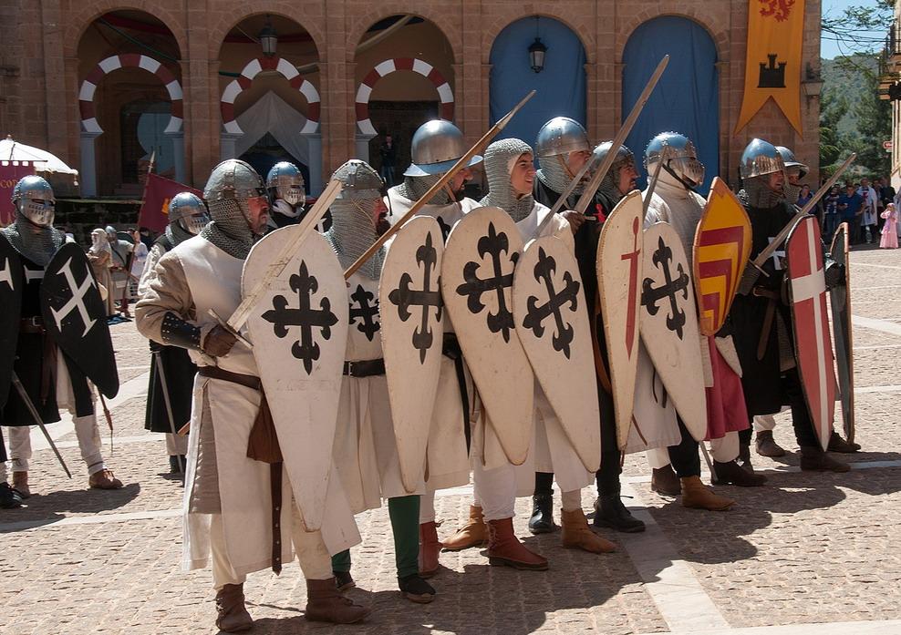 12. Caballeros calatravos en orden de defensa. Autor, Jose María Moreno García