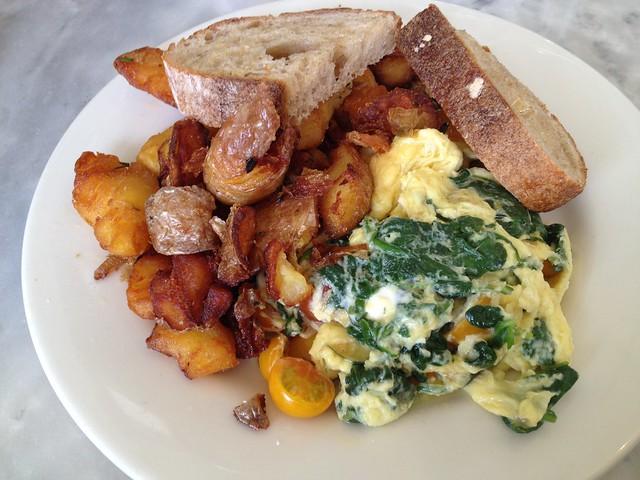 Soft scrambled eggs - Plow