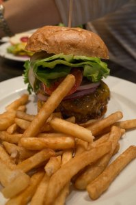 Momo's - Pete's Burger