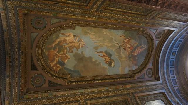 天花板雕樑畫棟