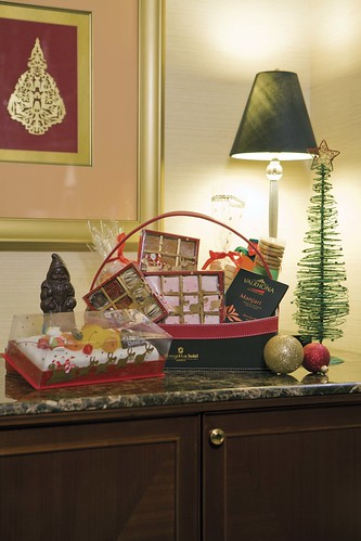 Shangri-La Festive Hamper - Santa's Little Helper