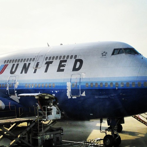 United 747 in need of paint #hkg by @MySoDotCom